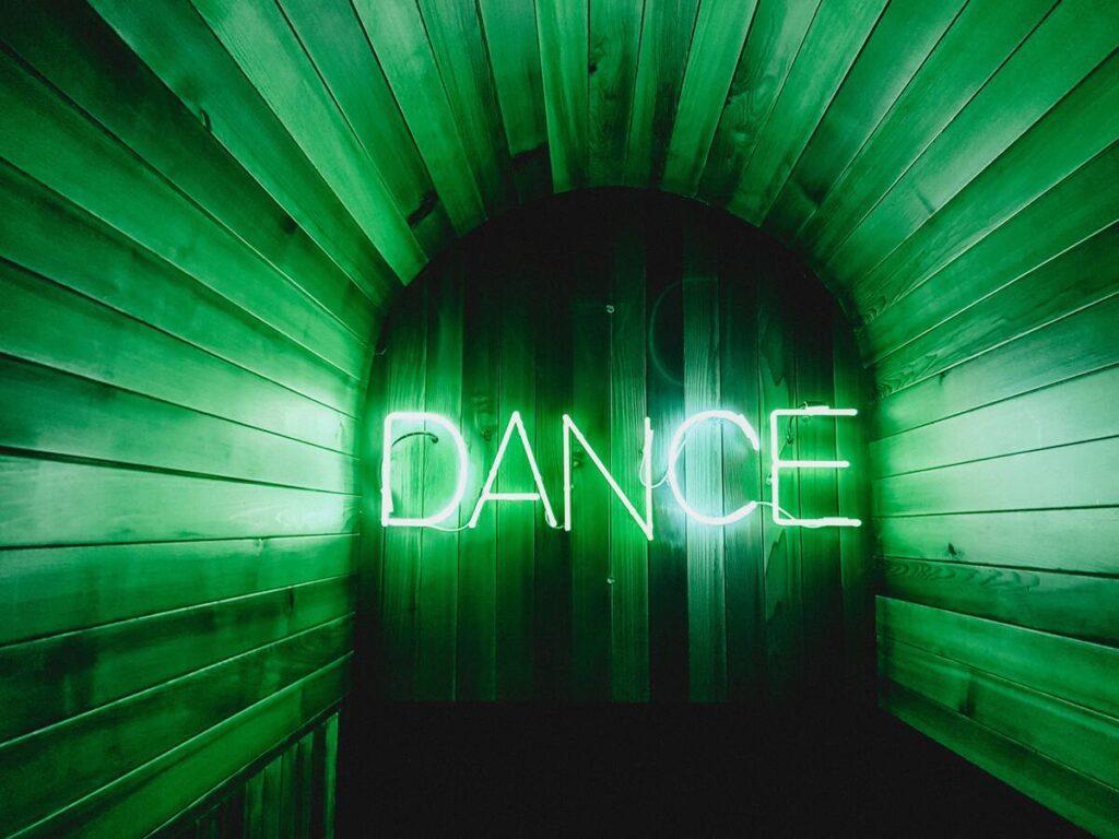 Hoe ecstatic dance jou een gelukkiger mens laat worden
