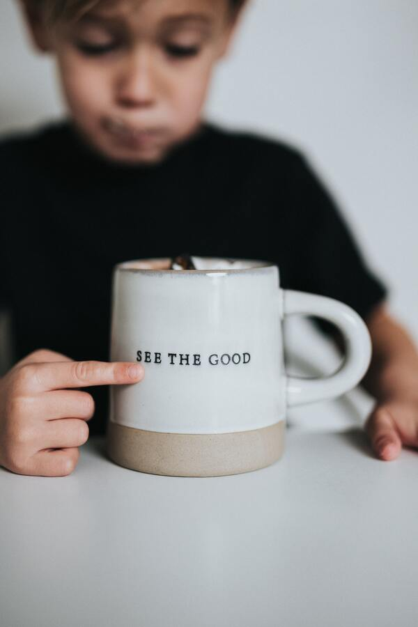Blijf altijd de goede dingen zien in zowel mensen als het leven. Zorg voor tenminste factor 3 positieve dingen dan negatief en je zal merken dat je gelukkiger zal zijn! (afb.)